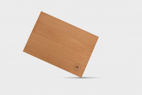 Skaugum fjøl måler 24 x 17 x 1,8 cm  cm Eik